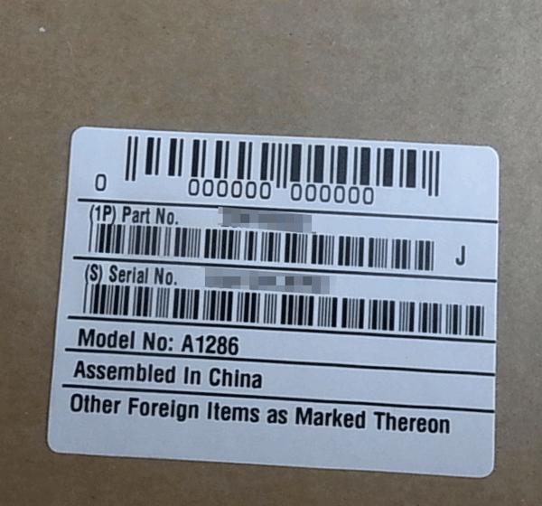 外箱シール。シリアルナンバーが書いてあります。