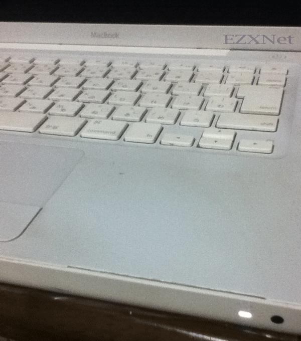 パームレストが割れてしまったMacbook