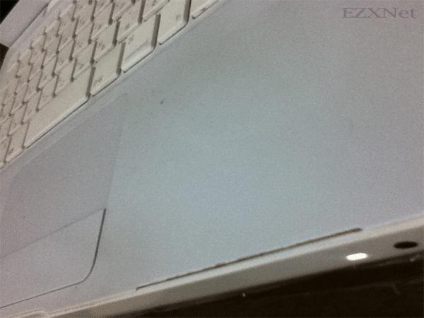 パームレストが割れてしまったMacbook 4