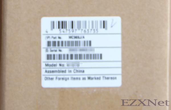 MacbookAirの外箱の側面にシールが貼ってあります。ここに製品の型番が書いてあります。 型番を調べるときはMac本体の操作では出てこないようですので、型番を調べるときはここを見るとわかります。