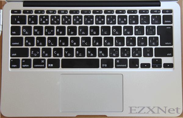 キーボードの真上からです。キーボードの右上に電源のボタンがあります。