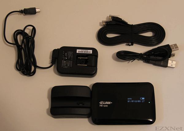 PWR-Q200本体、標準クレードル(台座)、USBケーブル、LANケーブル、電源ケーブルが入っています。