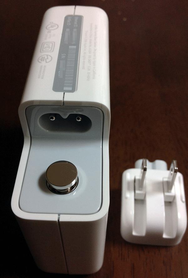 電源プラグはこのように取り外しが可能になっています。