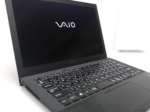 電源を入れるとVAIOのロゴが表示されます