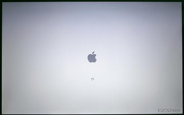 Cキーを押しながらMacを起動中