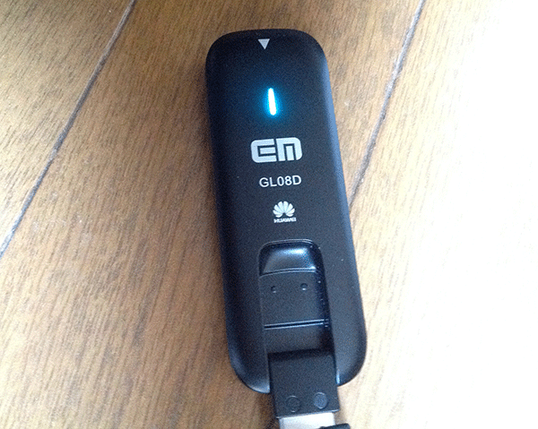 Macに接続したGL08Dは認識されるとランプが赤から青に点灯します。